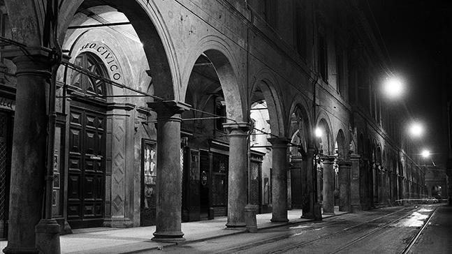 Veduta dei portici del Pavaglione Bologna, Studio Silvagni-Natali commercialisti associati, archivio fotografico storico Fotowall di Walter Breviglieri