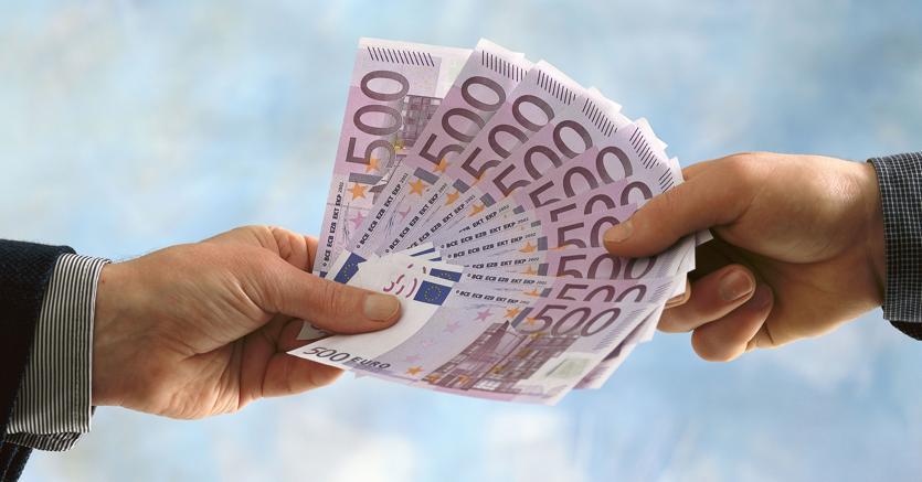 Obbligo pagamento stipendio mediante mezzi tracciabili